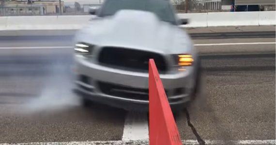 Mustang Drag cruza de lado