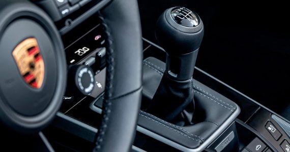 porsche-911-2021-caja-manual.jpg