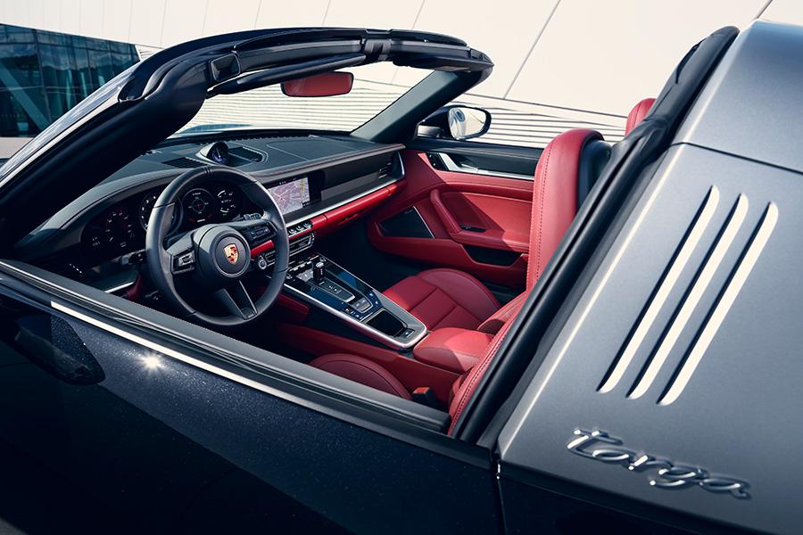 porsche-911-targa-4-4s-2021-interior.jpg