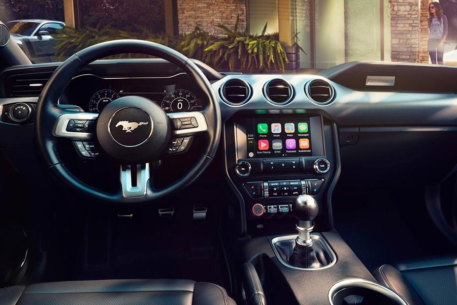 ford-mustang-interior-transmision manual.jpg
